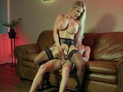 Amber Jade i sexiga underkläder knullad i omvänd Cowgirl Position